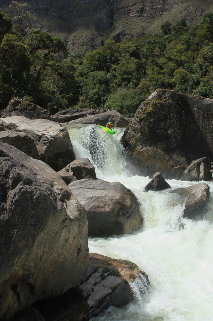 Fluid Paddler Jules Domine, First D of the Rio Cusiana ©Morgan Arnaud/kayak session mag