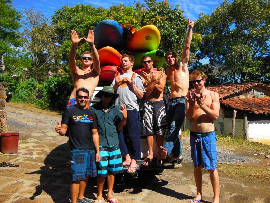 the crew at the put in of the Rio Suarez © Jules Domine/kayak session mag
