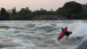 Quim Fontane surfing Nile Special wave on the White Nile in Uganda