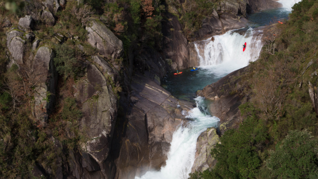 Now a favorite among European paddlers searching for water in winter, Northern Portugal rarely disappoints and attracts more paddlers every year.The boys this time are enjoying one of Portugal's most iconic run, the Rio Laboreiro.
