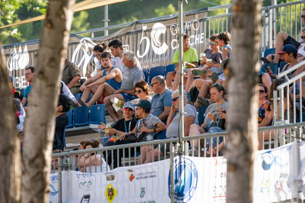 Getting closer to money time the spectators are filling up the stands ©Peter Holcombe:kayaksession.com.