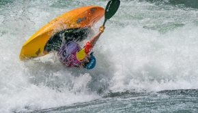 Tom Dolle (France) in Sort / kayaksession.com
