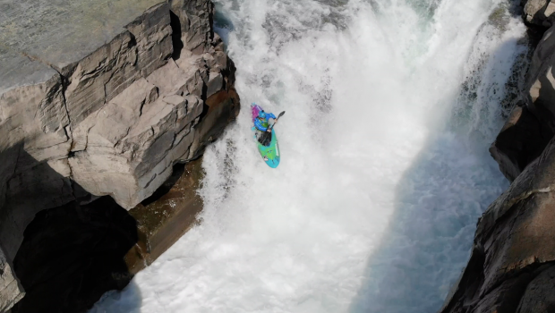 british kayaker Eddy Mead on the Elk river in Canada ©kayaksession.com