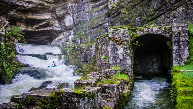 kayaker paddling off the resurgence of Loue river in the jura mountains (france) ©kayaksession.com