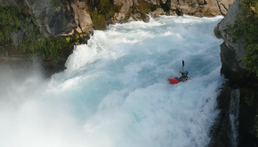 Kiwi paddler runs Huka Falls in New Zealand in his kayak. ©kayaksession.com