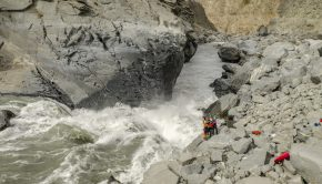 kayakers on the bank of the infmaous Indus river in Pakistan ©kayaksession.com