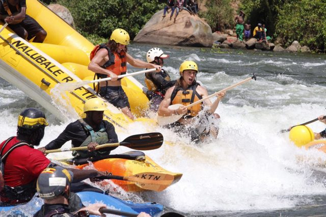 Party Surf on superhole during the Raft day at the 2019 Nile River festival© TOMMY HATWELL