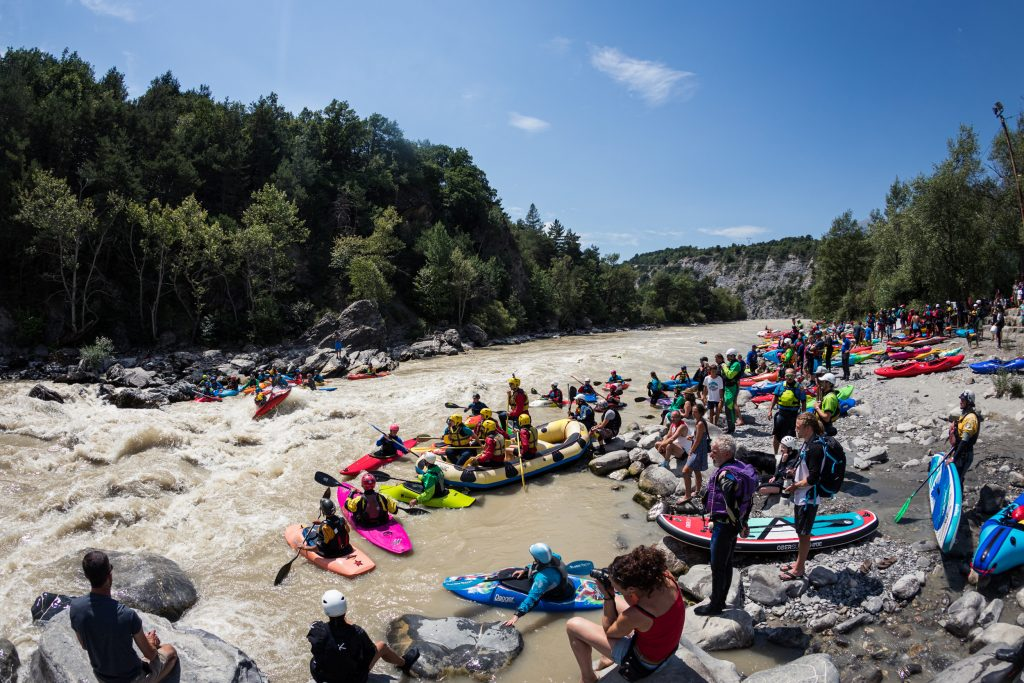 The 2020 edition of the NRS Durance Festival took place on August 1st & 2nd this year and managed to gather nearly 300 paddlers with sun high in the sky in the magical Durance valley in the southern French Alps. ©Richard Bord/Durancefestival.com