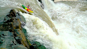 Racers at the whitewater kayaking Great falls race, 2020 edition held every year in Washington DC (usa)