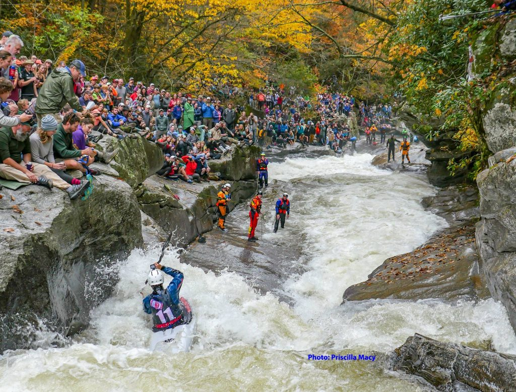 paddler entering gorilla during the annual green river race.