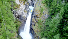 Watch Paul Aubertin and Tom Dollé going to explore the Cascade des Oules; a clean 20m drop in an alpine canyon. Enjoy!